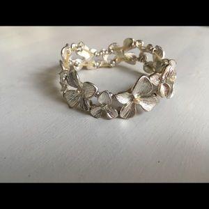 Jewelry - Silver flower bracelet w/ pearl crystal accents